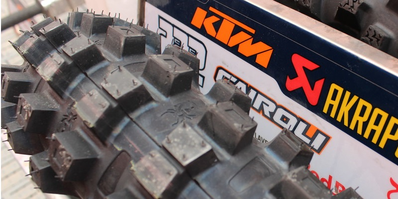 Llueve ¿Qué neumáticos usar?