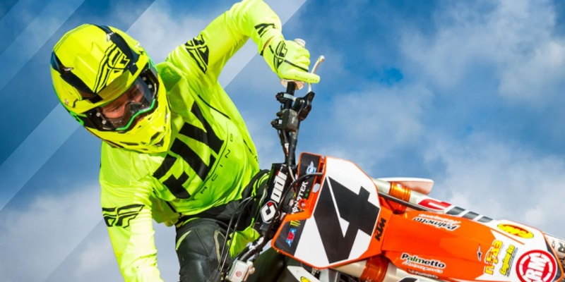 Protégete con Fly Racing