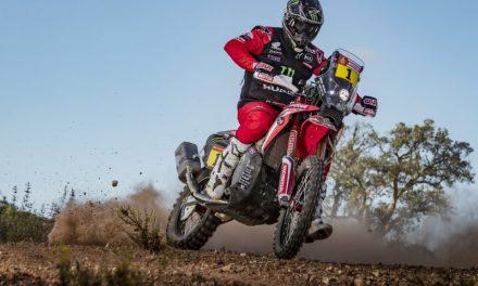 CRF450 RALLY con el #1 en el Dakar