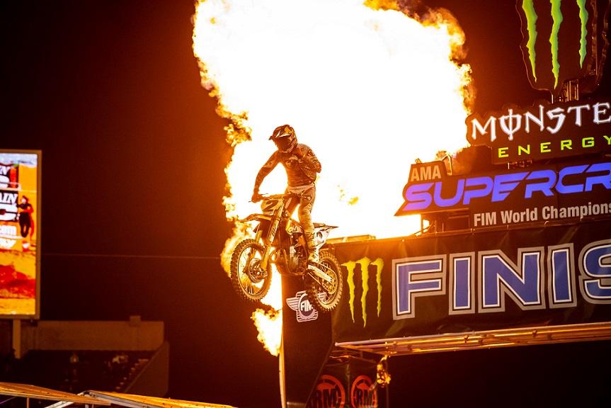 Cooper Webb gana Orlando I; Supercross